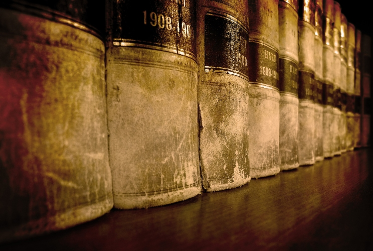 Row_of_old_leather_law_books
